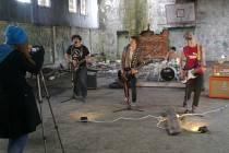 On the Way natáčeli část nejnovějšího klipu v opuštěné budově v areálu bývalých sovětských kasáren.