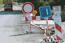 Tudy nejezděte, varovalo ještě tento týden dopravní značení motoristy projíždějící z Meziny ke Slezské Hartě.