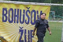 Recesistický Prezidentský pohár přivedl do Bohušova imitátory státníků, kteří zde jezdili na běžkách, krmili Becherovkou staříka a odpalovali rakety s jadernou hlavicí.