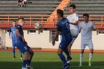V utkání 28. kola Moravskoslezské ligy remizovali fotbalisté MFK Vyškov (bílé dresy) s SK Jiskra Rýmařov 1:1.