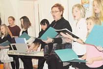 Soubor Cantabile zazpíval na svátečním setkání Slezského německého svazu v Krnově vánoční koledy česky i německy.