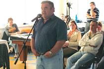 Hokejisté v roce 2012 dlouho odmítali připustit, že v účetnictví něco vykázali špatně. Na snímku tehdejší předseda HC Krnov Milouš Dvořák.