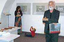 Výstavu zahajoval přední český fotograf Jindřich Štreit, v hudebním programu vystoupila jeho dcera Monika Duarte Štreitová a všemu zvídavě přihlížel její malý syn, Štreitův vnuk.