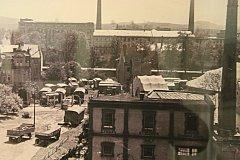 Zvětšenina staré fotografie Krnova odhalila zajímavý detail: hostování cirkusu Kriváň.  Foto: archiv Jiřího Křivy