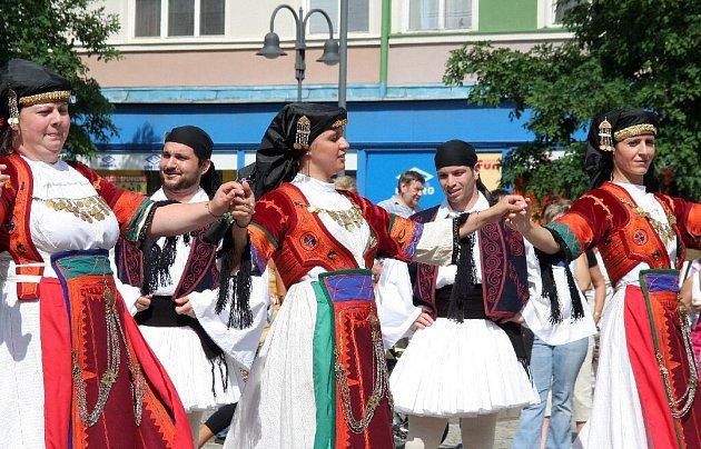 Řecký folklor a tance zaplní krnovské náměstí.