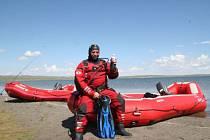 Lubomír Svoboda z Krnova působí v Mongolsku jako profesionální potápěč. Mongolský prezident mu nedávno udělil vysoké vyznamenání za statečnost, protože loni ve vlnách rozbouřeného jezera Ögii nuur zachránil život pěti tonoucím Mongolům.