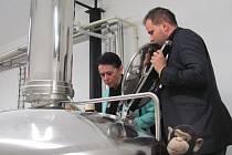 Na další otevírací slavnost nového pivovaru si Krnov musel počkat rovných 192 let. Také 4. prosince 2015 to byla velká sláva, když krnovský sládek Michal Kuřec vítal vzácné hosty v čele se starostkou Krnova Janou Koukolovou Petrovou.