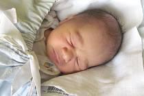 Jmenuji se MICHAEL JONÁŠ, narodil jsem se 15. října, při narození jsem vážil 3270 gramů a měřil 48 centimetrů. Moje maminka se jmenuje Miroslava Vlačuhová a můj tatínek se jmenuje Michal Jonáš. Bydlíme v Krnově.