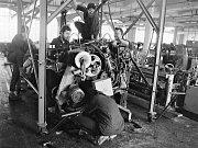 Historický snímek z běžného každodenního života v Karnole z let, když ještě byla v plném provozu.