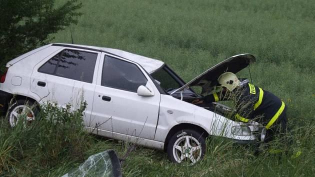 Sjeté pneumatiky byly patrně příčinou nehody.