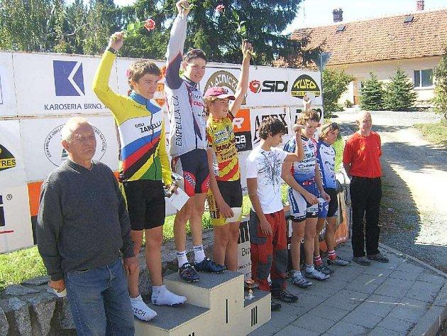 Cyklisté Vrbna zvítězili v soutěži družstev také zásluhou svých mladších závodníků.