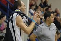 KAPITÁN BK DĚČÍN Jakub Houška společně s trenérem Pavlem Budínským.