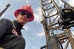 Martin Chmelař v Kanadě pracoval v rafinériích, na ropných polích nebo na stadionu Edmontonu Oilers.