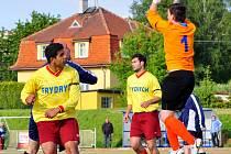 PARÁDA. FK Rumburk (ve žlutém) doma přejel 5:0 Hrobce.