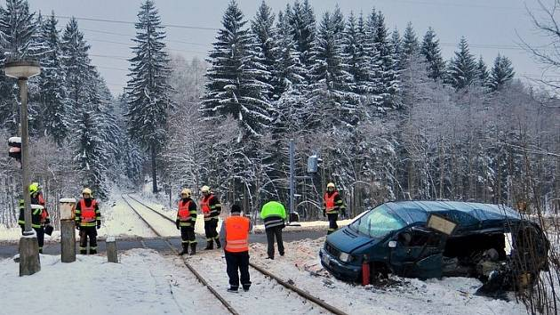 Bezpečnějším by se měl stát také železniční přejezd ve Valdeku, kde se často stávají dopravní nehody.