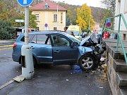 Vážná dopravní nehoda u hlavního nádraží v Děčíně.
