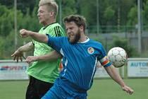 BENEŠOV DOMA ZTRATIL. Lídr soutěže (zelené dresy) doma získal proti Jiříkovu jediný bod.