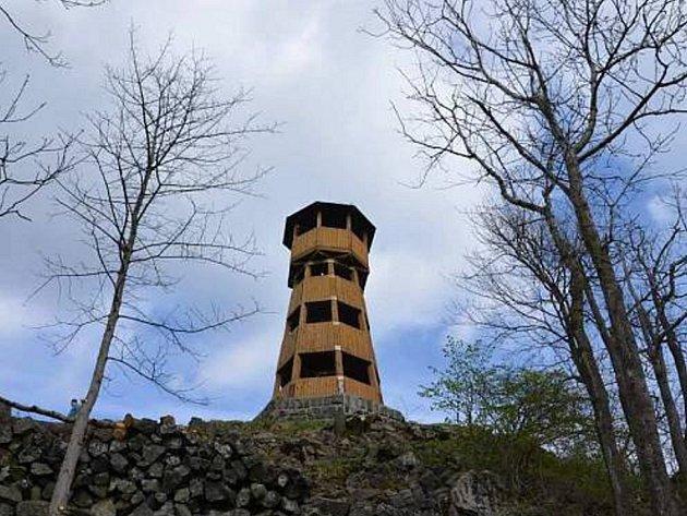 Rozhledna na Strážném vrchu v Merbolticích.
