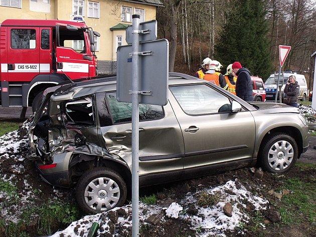 Srážka osobního auta a vlaku v Kytlicích