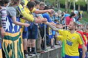 DERBY. Fotbalisté Varnsdorfu (ve žlutém) přivítali Ústí nad Labem
