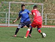 REMÍZA se zrodila v Rumburku. Domácí pak porazili Junior Děčín (v červeném) po penaltovém rozstřelu.