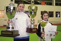 Vítězka turnaje Kolodziejová s pohárem za vítězství a putovním pohárem TK Česká Kamenice  a finalistka Vondroušová.