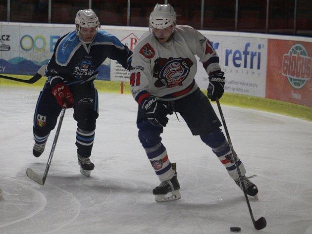 DEBAKL. Děčínští hokejisté doma vybouchli proti Vrchlabí, prohráli 2:11.