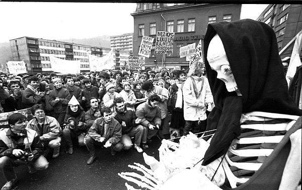 Protesty proti špatnému ovzduší vlistopadu 1989