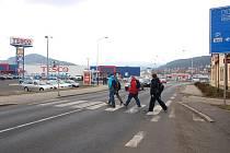 V Děčíně označili za nejnebezpečnější přechod u obchodního domu Tesco.