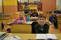 Poprvé přišli do školy také prvňáci a druháci v Bezručově ulici v Děčíně.