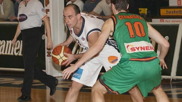 V Děčíně začíná pohárový duel už v půl šesté, Kondoři hrají ve Varnsdorfu od šesti.