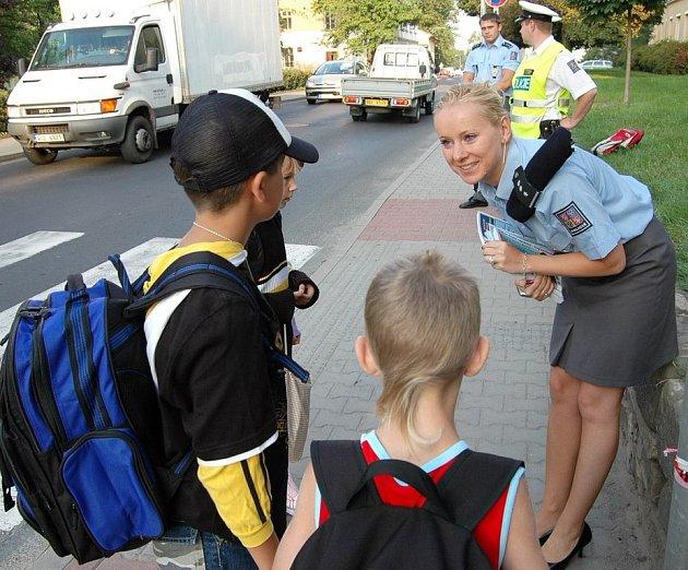 Na žáky dohlíželi policisté