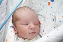 Monice Votápkové z Děčína se 29. dubna v 19.44 narodil v děčínské nemocnici syn Vojtík Šolc. Měřil 53 cm a vážil 3,38 kg.
