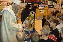 BK DĚČÍN připravil nadílku pro své nejmenší basketbalisty.