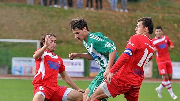 REMÍZOVÝ BOD si na své konto připsal FK Varnsdorf (v červeném), který doma plichtil s Bohemians Praha.