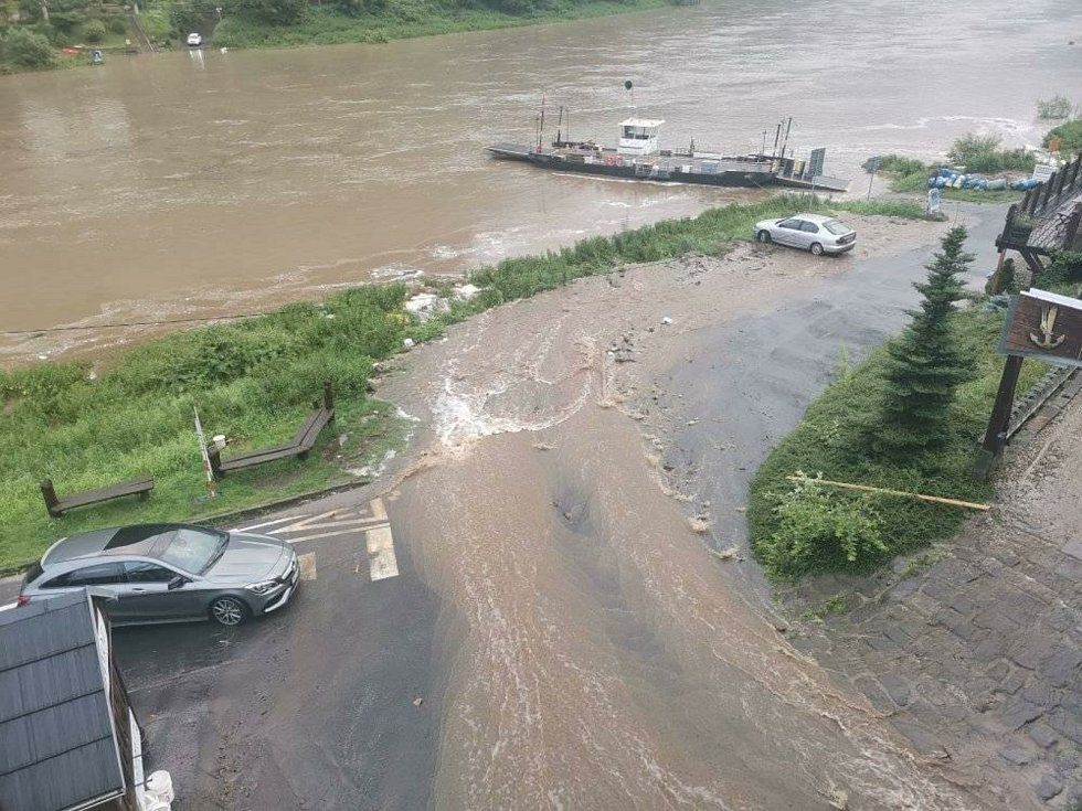 Voda řádila také v Dolním Žlebu.