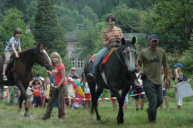 Jízda na koních patřila mezi nejoblíbenější atrakce.