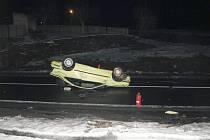 Při vážné dopravní nehodě na silnici z Děčína do Jílového zemřel ve čtvrtek ráno devětadvacetiletý muž.