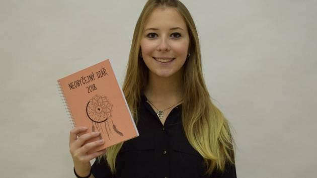 Lidé poslali studentce na unikátní diář desetitisíce korun.