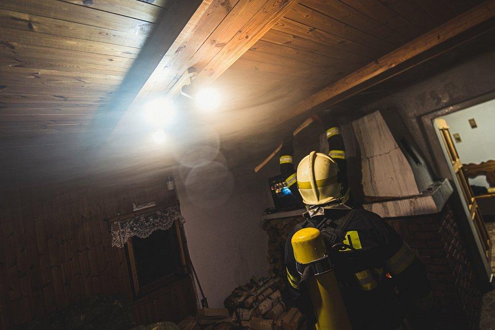 Hasiči zasahovali u požáru komína v domě v Horním Podluží