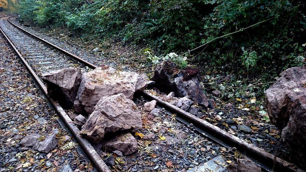 Spadané kameny na Kozí dráze.