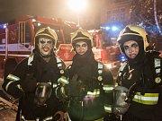 Při víkendovém halloweenském zásahu se varnsdorfští hasiči ani nestihli odmaskovat.