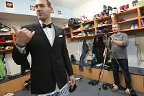 Kouba jako James Bond, ale v ponožkách.