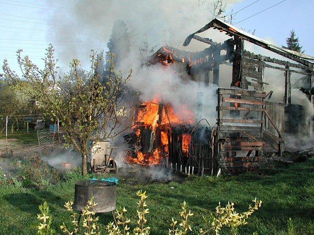 Požár chatky v Děčíně