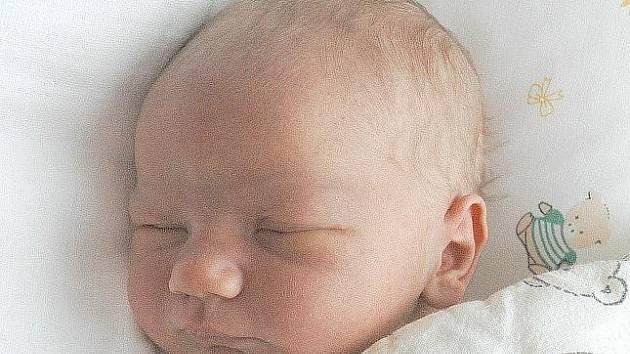 Kamile Švábové z Děčína se v ústecké porodnici 18. července v 15 hodin narodil syn Matěj. Měřil 50 cm a vážil 3,84 kg.