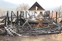 Požár bývalé truhlárny v Děčíně - Nebočadech.