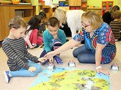Robotické včelky neboli beeboty si vyzkoušely děti z mateřské školy v Boleticích.