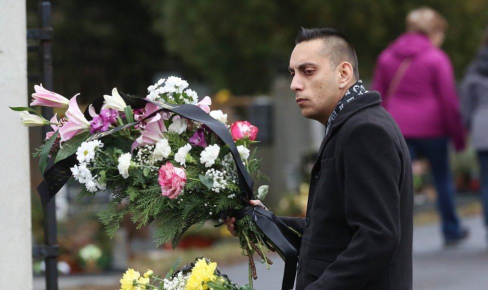 V Děčíně proběhl pohřeb známé věštkyně Jolandy.
