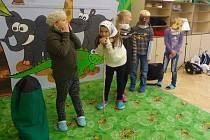 Děti ze Základní školy v Bratislavské ulici ve Varnsdorfu hrály v rámci dobrovolnického projektu divadlo.