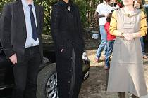 Odstupující ministr pro lidská práva a národnostní menšiny Michael Kocáb ve středu navštívil Šluknovský výběžek. Mimo jiné slavnostně otevřel a pokřtil vilu Kocábka v Rumburku, což je objekt pro podporovaného bydlení klientů agentury Pondělí
